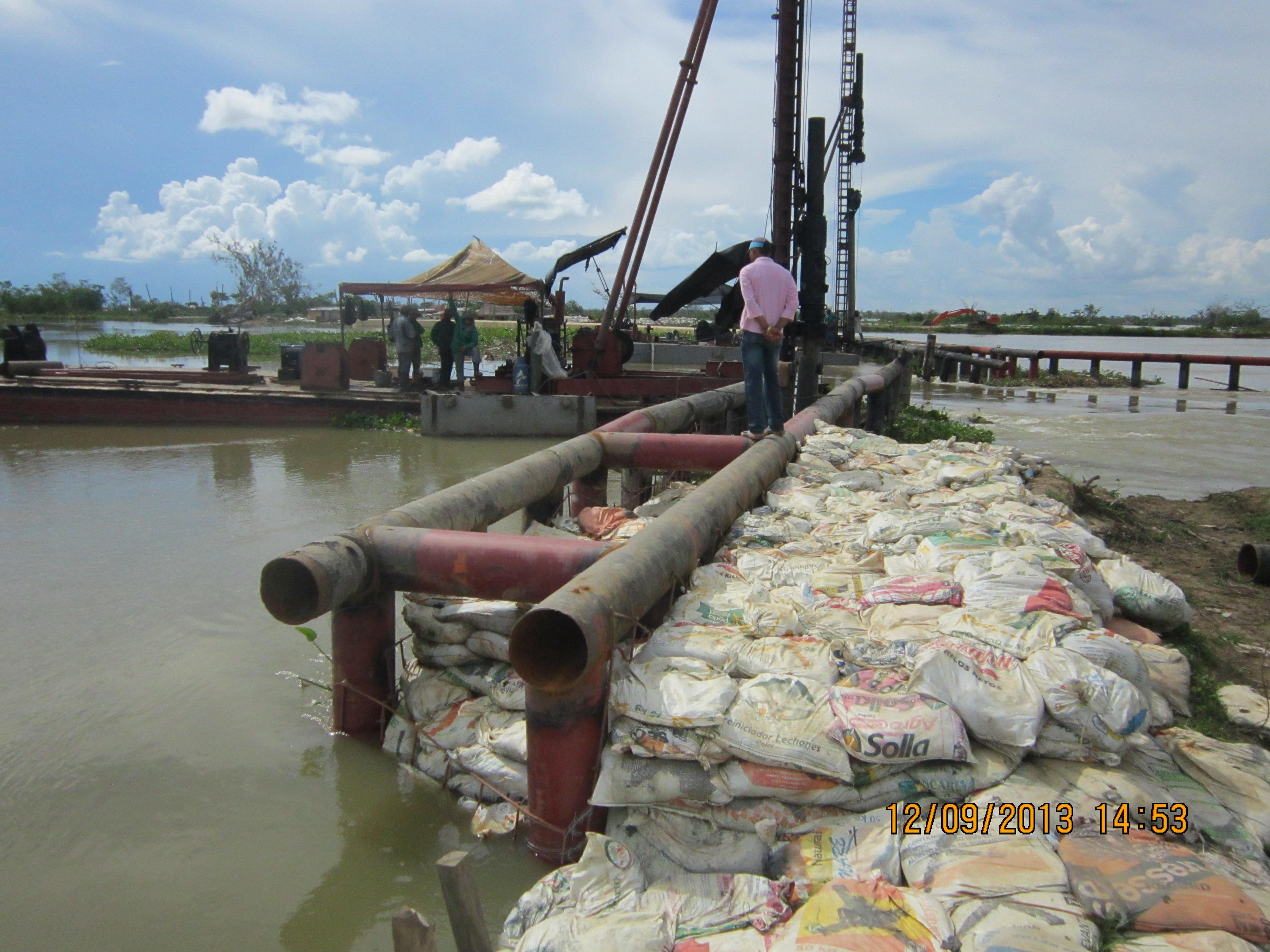 Reforzamiento con bolsasuelos de la unión diques barrera principal